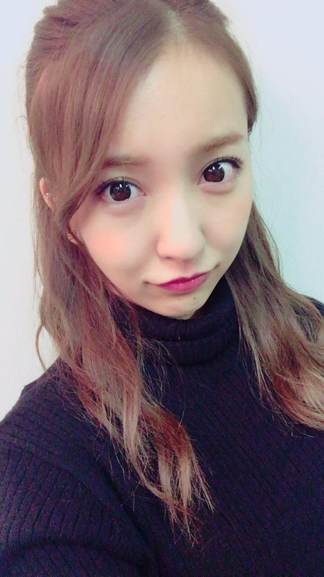 【画像】板野友美さん、また顔が変わってしまう