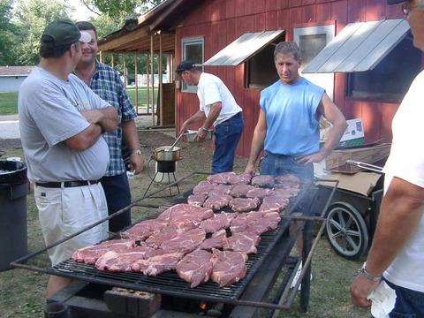 日本人「BBQ最高!」 アメリカ人「日本人さぁ……その貧相な肉はなんだい? 俺たちのBBQを見てみなよ」