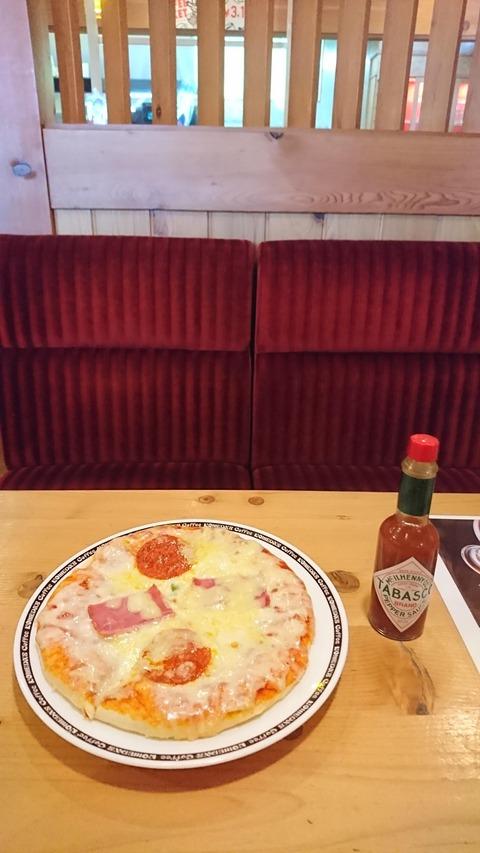 【画像】コメダ珈琲店の「560円」のデカ盛りピッツァ、ガチでうまいwww