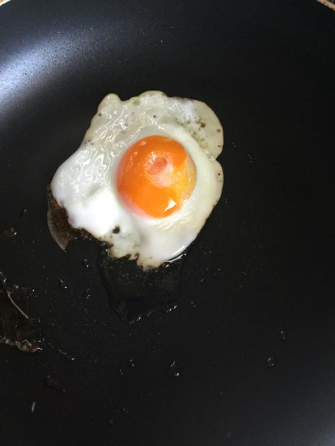 【画像】目玉焼きを「綺麗」に作るテクニックwww