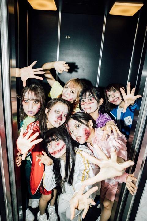 【画像】お前らが今日も一人寂しく仕事帰りにすき家の大盛買ってアパートに着いた時にエレベーターに乗ろうとしたら・・・