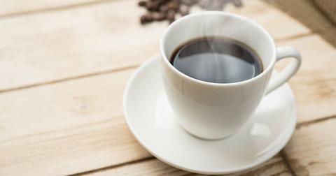 【悲報】新入社員さん、コーヒーに砂糖を入れてしまう…