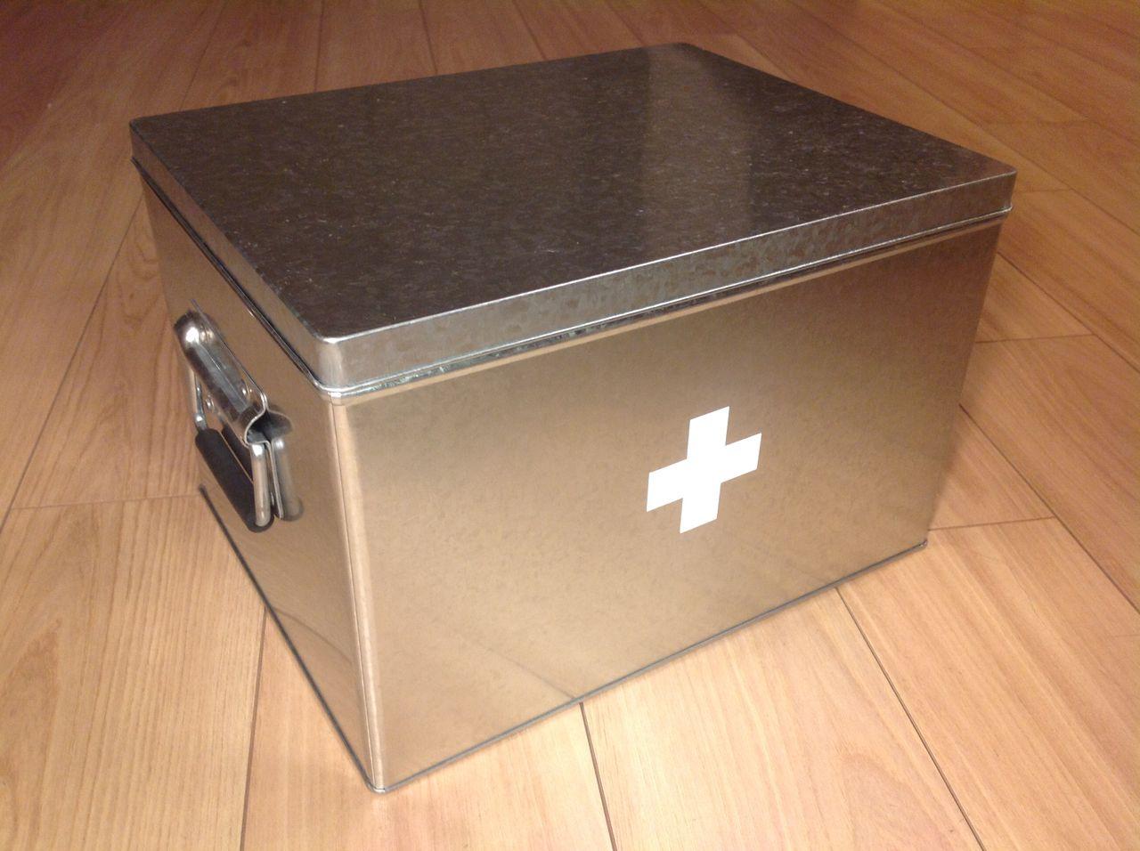 無印トタンボックスの救急箱 : しまう・かざる