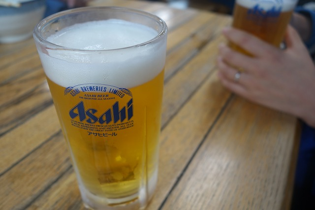 高尾山の上で、生ビールを飲んで達成感に浸ってきた! (3)