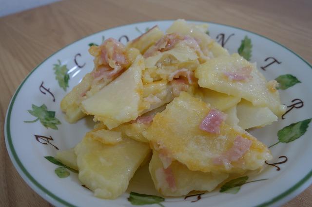 ビールのおつまみにもなるジャガイモとベーコンのチーズ焼きを作ってみた。 (9)