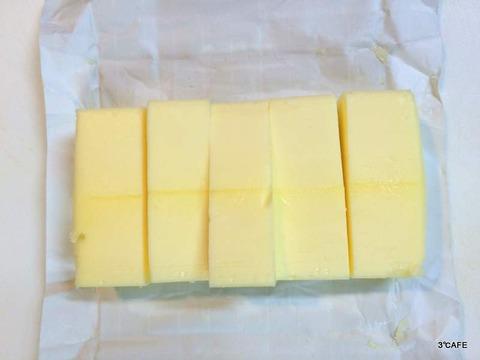 バターをカット