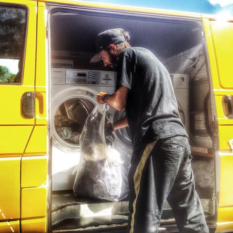 homeless-moving-laundromat-orange-sky-laundry-australia-5