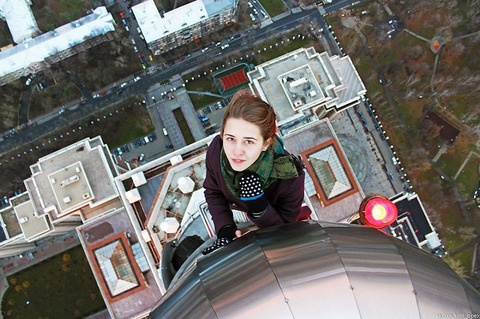 risky-dangerous-selfies-russia-angela-nikolau-56
