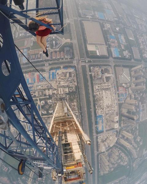 risky-dangerous-selfies-russia-angela-nikolau-5