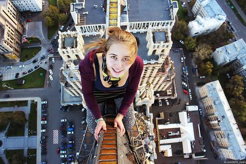 risky-dangerous-selfies-russia-angela-nikolau-61