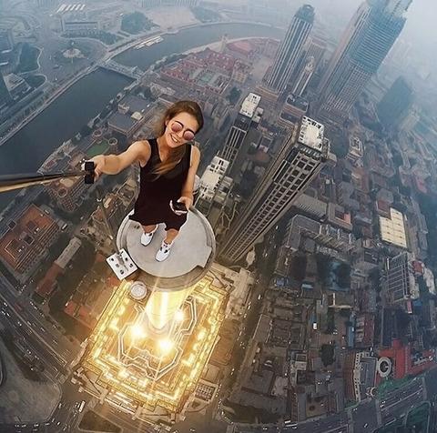 risky-dangerous-selfies-russia-angela-nikolau-thumb640