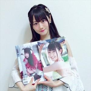 【悲報】キモオタさん、小倉唯の写真集を50冊も買ってしまう