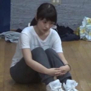 インタビュアー「川柳少女のアフレコ現場はどんな雰囲気でしたか?」逢田梨香子「アットホームな現場です」