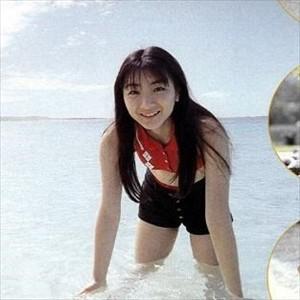 堀江由衣さん(17)の新アルバムが発売。プールでずぶ濡れ制服姿も披露