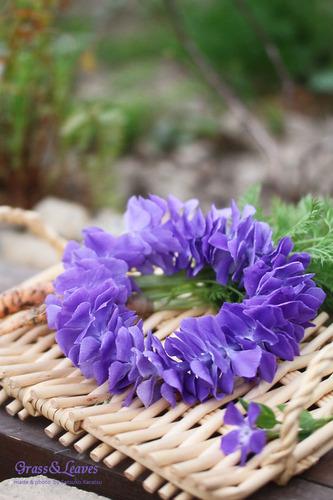 ツルニチニチソウの花リース