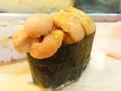 R0055757_築地大和寿司のおまかせにぎり3ウニ_20130508