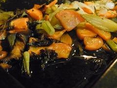 R0045876_天板の香味野菜と肉汁_20111022