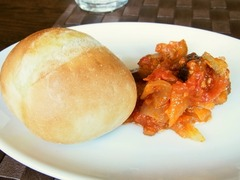 R0048122_パスターヴォラランチ野菜デリとパン_20120224