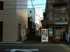 R0046983_人形町ランチ_との村遠景2_20111212