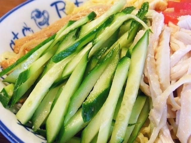 R0051066_冷麺に菜園キュウリ_20120708