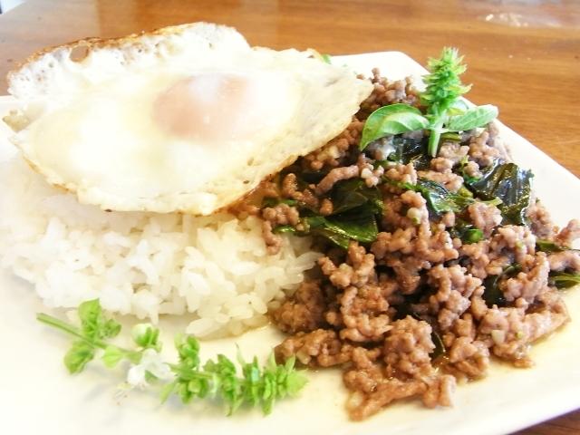 R0026997_タイ風牛肉のバジル炒めご飯_20100822