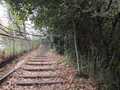 城址公園入口の坂