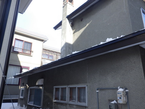 下屋の雪庇もすべて除去しました