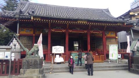 すぐ隣の浅草神社、地味です^^;