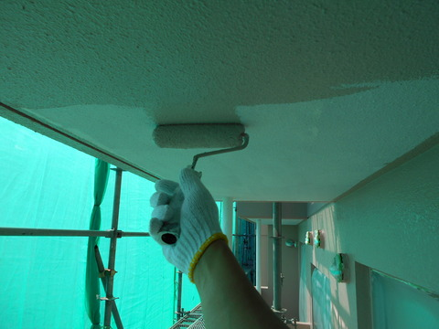 軒天井はシーラー塗装後に仕上げ