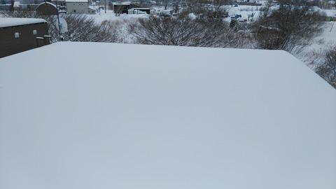 屋根の雪、思ったよりある
