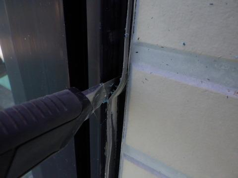 窓廻りシーリングの撤去状況