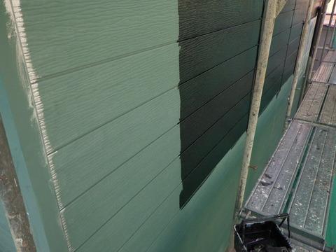 黒色さび止めで外壁全面塗装します