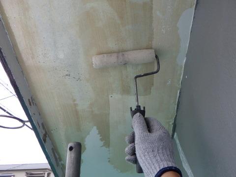 粉化物を完全に除去しないと軒天井は剥がれます
