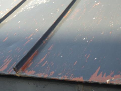 勾配屋根の端部には強い負荷が掛っているようです