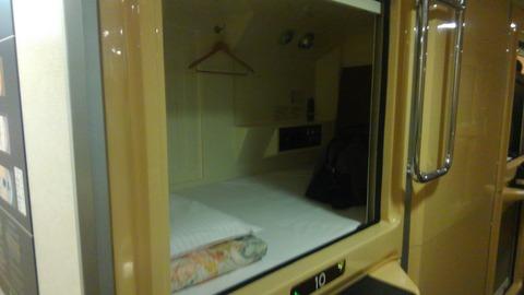 カプセルホテル風個室