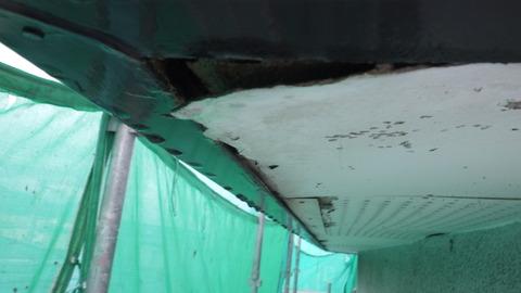 軒天井がボロボロに