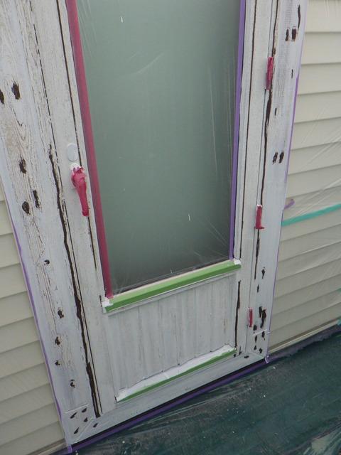 割れや凹み、欠損を木部用シーリングで補修