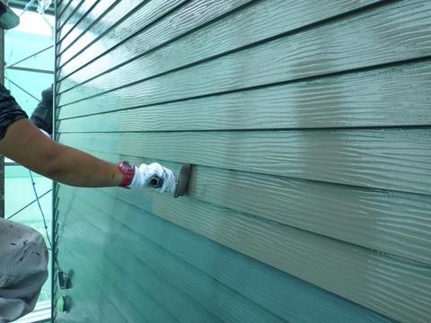 外壁中塗り後の上塗り