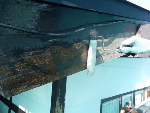 浸透固着作用のある弱溶剤シーラーを塗装
