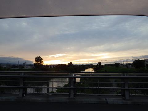 北区新川に沈む夕日、ここの鯉は本当に釣れない^^;
