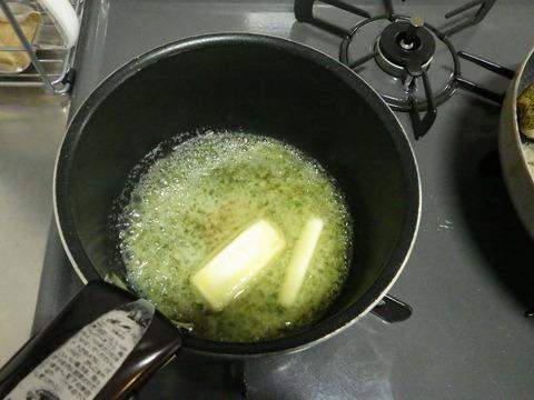 焦がしバターソースを作る