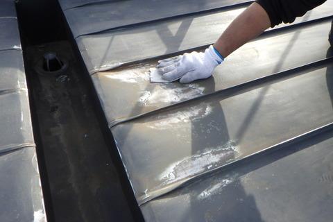 屋根トタン研磨下地処理
