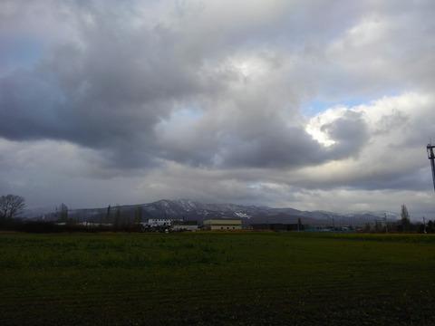 手稲山に雪が積もり始めた