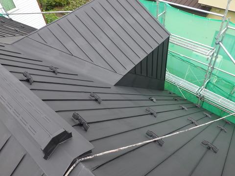 屋根黒色サビ止め完了