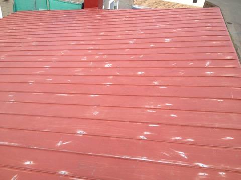 屋根にサビが多い時はこのように研磨します