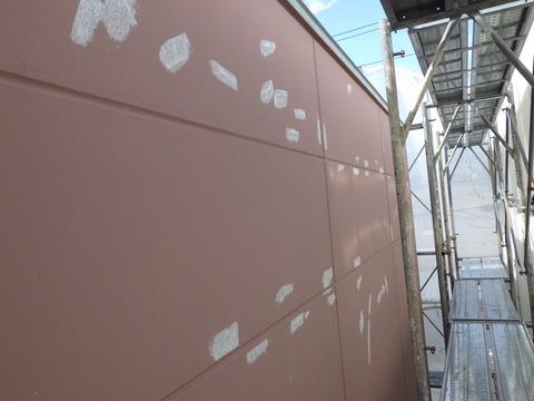 中塗り後に再度凹部の補修を行います