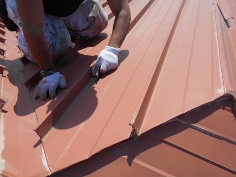雪止め付きの屋根トタンです