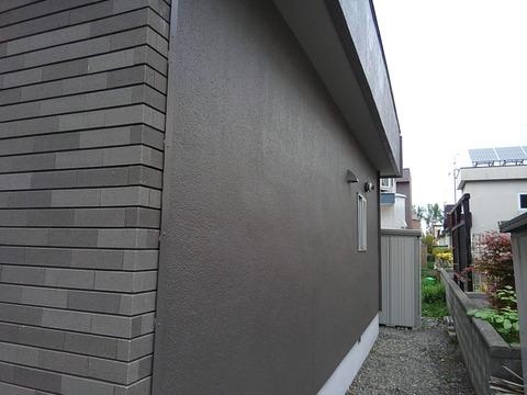 裏面は塗装壁