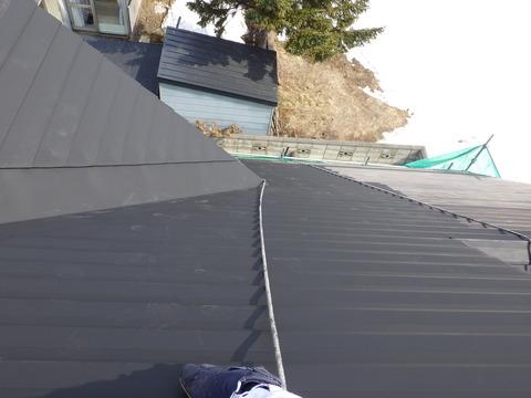 屋根全面錆止め塗装も完了です
