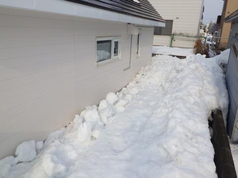 建物裏の落雪量が凄い!